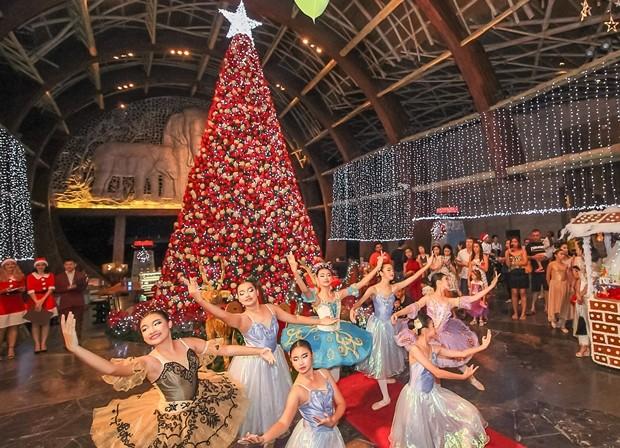 Das Tanz Ballet der Nareethip Schule.