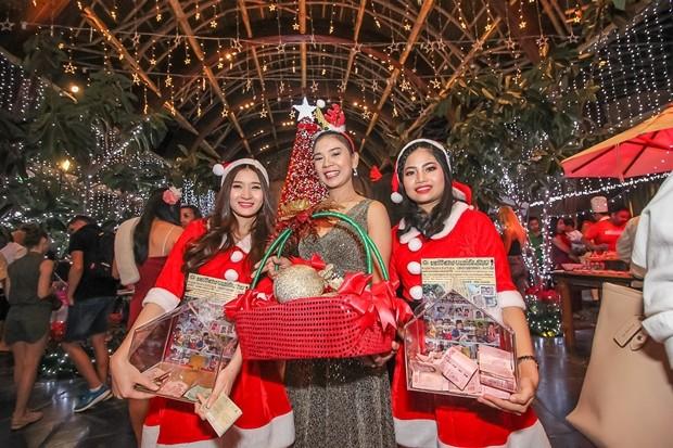Es gab natürlich auch wieder viele weibliche Santa Clausinen, sehr zur Freude der männlichen Besucher.