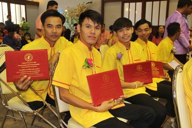 Etliche der jungen Männer werden in Sportstätten weiter gebildet.
