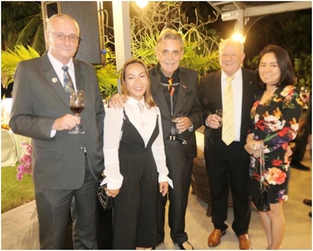 Axel Brauer (Mitte) mit seinem Gefolge aus Pattaya. Von links: sein Freund Dieter Barth, Bo Songkram seine Lebensgefährtin, Axel Brauer und Günther Duhmke mit Gattin Tippy.