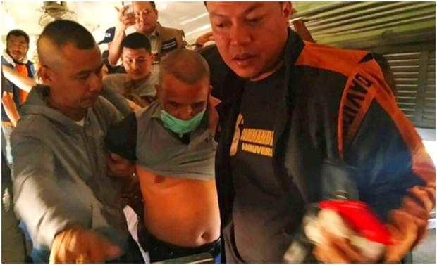 Der Mörder wird kurz nach seiner Entlassung aus dem Gefängnis am Bahnhof von Nakhon Ratchasima verhaftet. (Royal Thai Police via AP)
