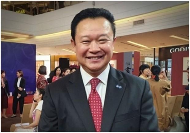 TAT Gouverneur Yuthasak Supasorn lächelt trotz der Probleme weiter.