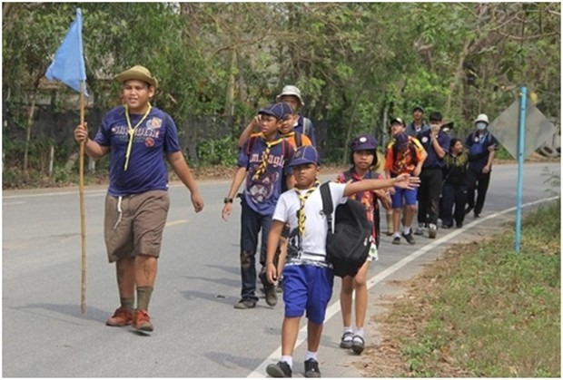 Die Kinder, hier das grüne Team, freuen sich über die Wanderung.