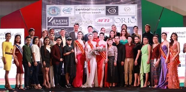 Die Queen of Healthim Bild mit dem PR Ambassador der Sister's Foundation Pattaya.