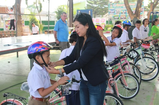 Noy, children's angle emphasized children to wear helmets, otherwise police will catch them