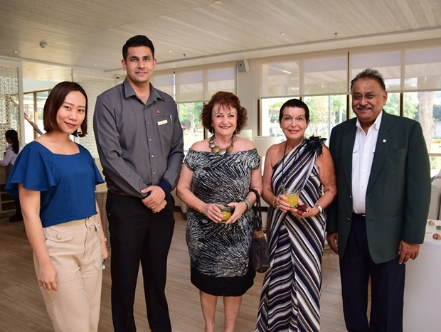 (Von links) Marketing manager in Nawaporn Rojarayanont, F&B Manager Sara Chopra, mit PM, PB Team Elfi Seitz, Heidi Clemeau und Peter Malhotra.