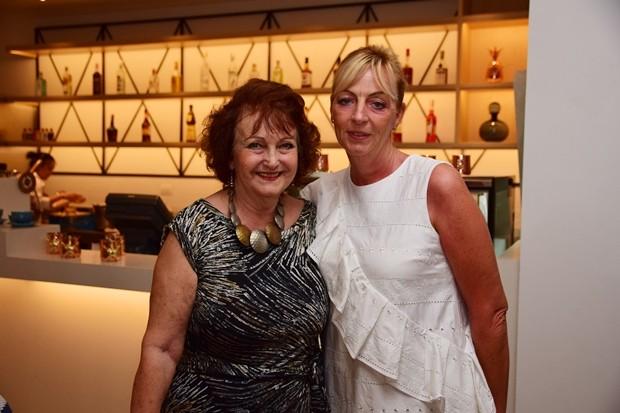 Area Generalmanagerin Deborah Haines und Elfi Seitz im Gespräch.