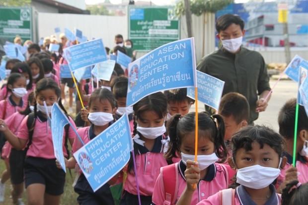 Das temporäre Gebäude, in dem die Kinder nun lernen können befindet sich neben dem Diana Garden Resort Pattaya
