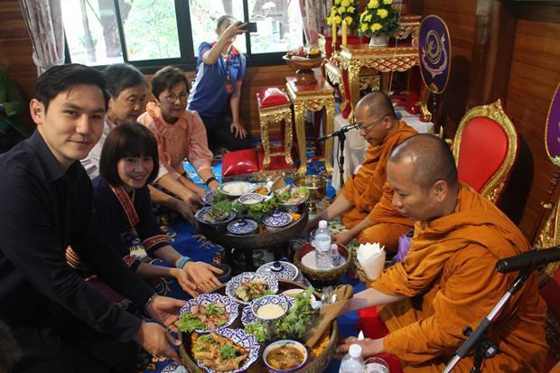 Sopin Thappajug, das Geburtstagskind bei der buddhistischen Feier für das 17-jährige Bestehen des Diana Garden Resorts.