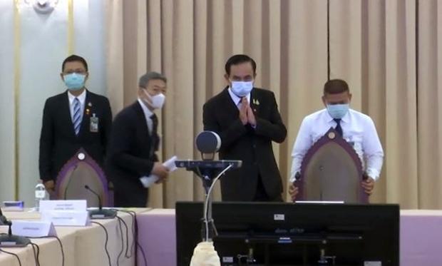 Minister präsident Prayut Chan-o-cha gibt die Ausgangssperre bekannt.