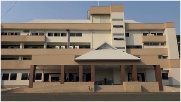 Das Sunpasithiprasong Hospital in Ubon Ratchathani, richtet eines seiner Gebäude nur für COVID-19 Patienten ein.
