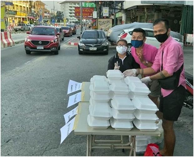 Angestellte von Yupins Restaurant warten auf die Hungrigen.