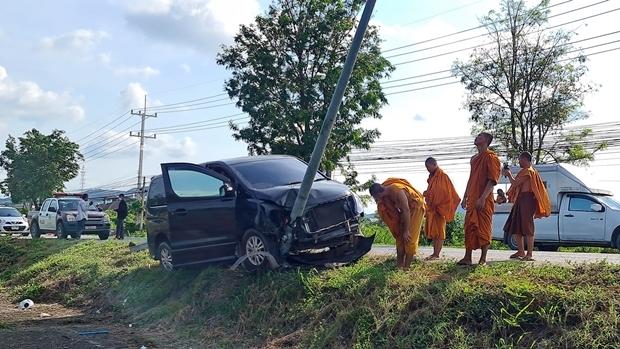 Der Fahrer des Minibusses, der 14-jährige Novize Eakarin wurde nur leicht verletzt, genau wie 5 andere Jungen.