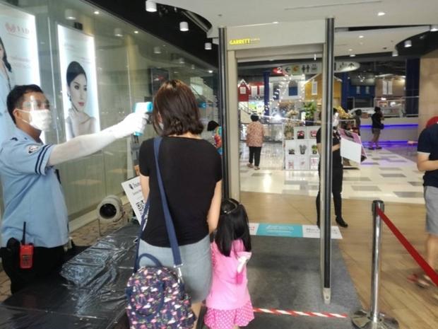80 Prozent der Geschäfte in den Einkaufszentren sind wieder in Betrieb. Leider aber ist der Einkauf für Kunden nicht mehr derselbe.