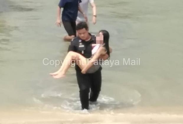 Beamte der Special Affairs Division, Pattaya City, retteten der Frau das Leben.