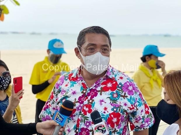 Bürgermeister Mayor Sonthaya Kunplome sagte, dass die Schließung der Strände nötig war, nachdem die Checkpoints wieder geschlossen wurden. Es wurde befürchtet, dass die Menschen in großen Gruppen baden gehen.