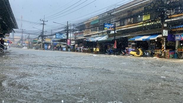 Die Soi Khao Noi wurde zum Fluss.