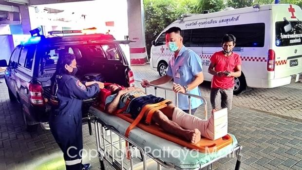 Jo Kuti's linkes Bein wurde böse verletzt al ser damit in eine Eis zerkleinerungsmaschine geriet.