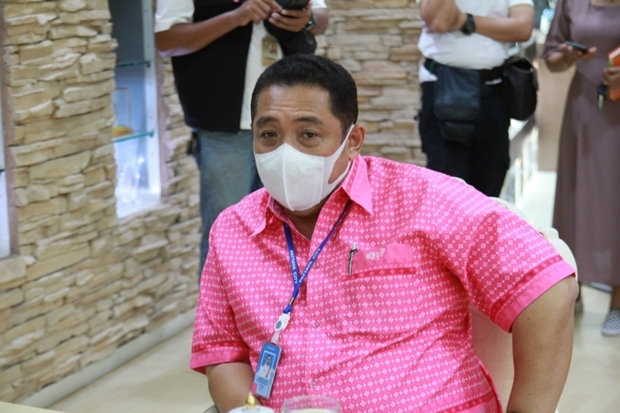 Bürgermeister Sontaya Kunplome gibt WEge bekannt um dem ständigen Wassermangel abzuhelfen.
