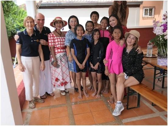 Gruppenfoto mit den Gastgebern.