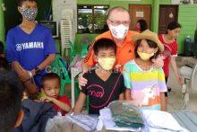 Peter Grey mit Kindern des ATCC.