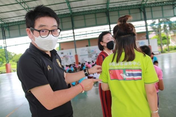 Rattanachai Sutidechanai bestätigte die Meinung von Mr. Dapeng, dass Thais und Chinesen zur selben Familie zählen.