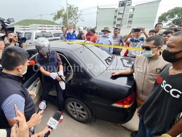 Bootsmann1. Klasse, Jirat Katanyoo, wurde von der Chonburi Polizeizum Lokalaugenscheingebracht.