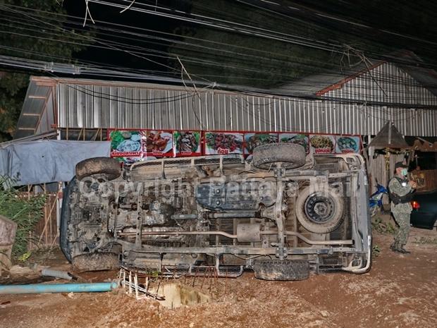 Jirat überschlug sich mit seinem Lieferwagen und erschoss den herbeieilenden Polizeivolontär.
