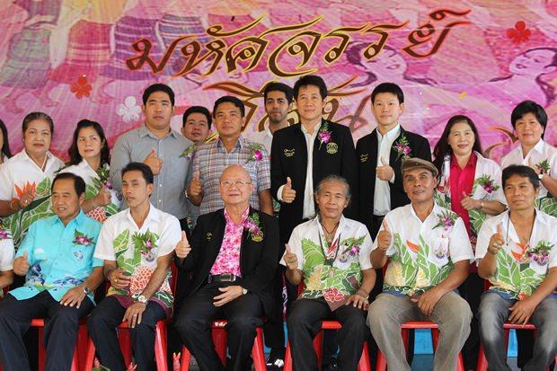 Vizebürgermeister Wattana Janthaworanont hat den Vorsitz bei der Eröffnung des Events.