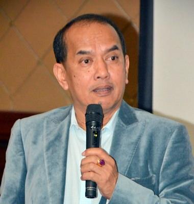 Staatsanwalt Porames Inthrachumnum von der Generalstaatsanwaltschaft Thonburi Bangkok, klärt die Zuhörer über Gesetze auf.