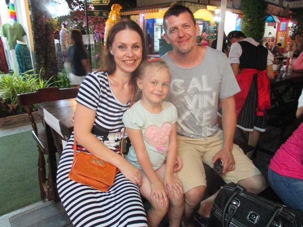 Dieser russischen Familie, die eine deutsche Großmutter hat, gefällt es beim Oktoberfest.