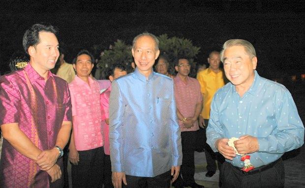 Bürgermeister Ittipol Kunplome, Gouverneur Mr.Komsan Eakachai und Thailands Unterrichtsminister ADM Narong Pipatanasai begrüßen über 200 Gäste aus 11 Staaten in Südostasien.