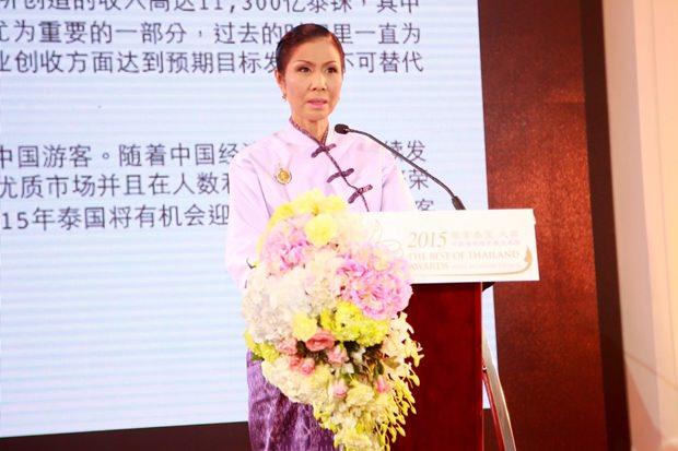 Ministerin Kobkarn Wattanawarangkul vergibt die Preise.