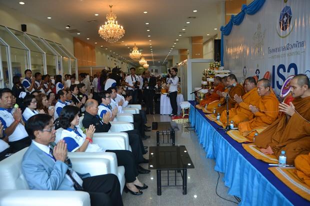 Die buddhisitische Eröffnungszeremonie.