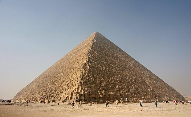 Die Cheops-Pyramide, die seit Jahrtausenden Rätsel aufgibt und von der einige Wisenschaftler, unter ihnen Erich von Däniken, glauben, dass sie von Außerirdischen errichtet wurde.