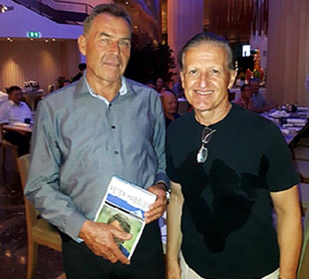 Gottfried Auer (links), der Präsu\ident von TAS mit Karl Mark.