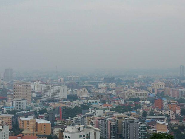 Dichter Nebel behindert die Sicht.