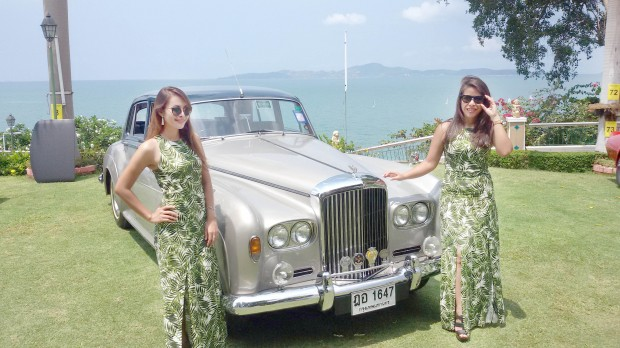 """""""Riviera-Ladies"""" stilecht mit Bentley von 1959"""