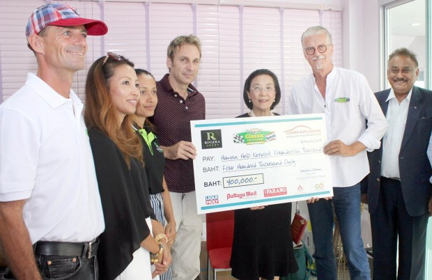 Feierliche Scheckübergabe  im Drop-In Center für Kinder