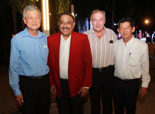 Von links: Vizebürgermeister Apichart, Peter Malhotra, Rene Pisters und Bürgermeister Anan.