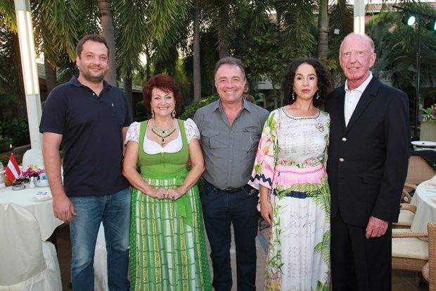 Von links: Alexander Schlegel, Elfi Seitz, Thomas Sack, Anselma und Gerrit Niehaus.