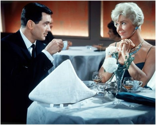 """Doris Day mit Traumpartner Rock Hudson in dem Film """"Bettgeflüster""""."""