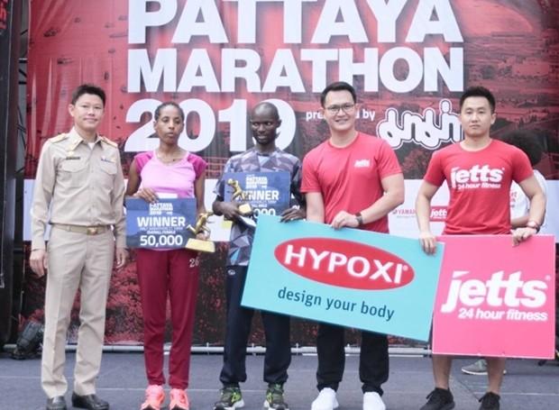 Halb-Marathon Sieger David Kibet aus Kenia und Halbmarathon Siegerin bei den Frauen, Etaferahu Dubale Betrie aus Äthiopien.
