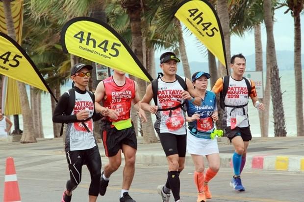 Läufer an der Jomtien Beach Route.