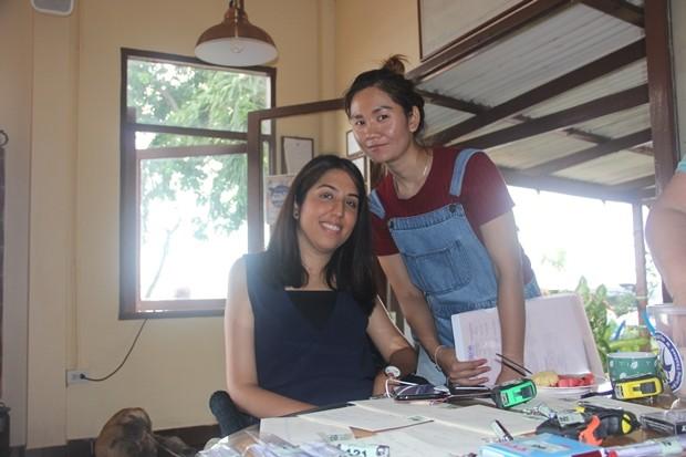 Nina (im Rollstuhl) ist eine der Thainational-Segelathleten.