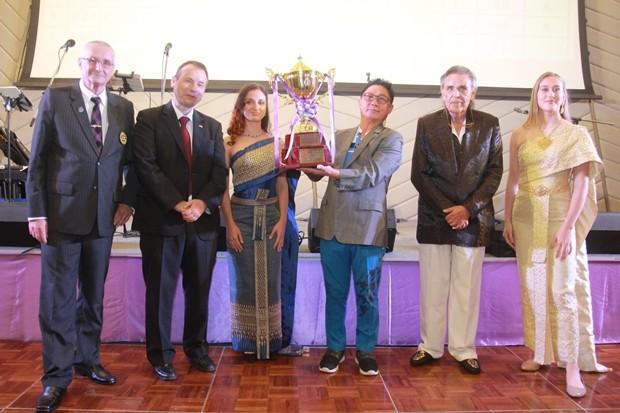Gruppenfoto mit dem Sieger.