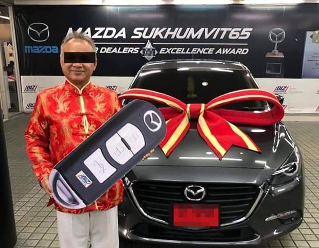 Jeerawat Rochmaneekorn, 50, sagte seinen Kunden voraus, dass sie durch den Kauf eines neuen Vehikels ihr Glück zum Guten wenden könnten. Er vergass aber zu erwähnen, dass es zum Guten für ihn war.