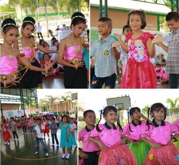 Die Kinder führen Tänze vor.
