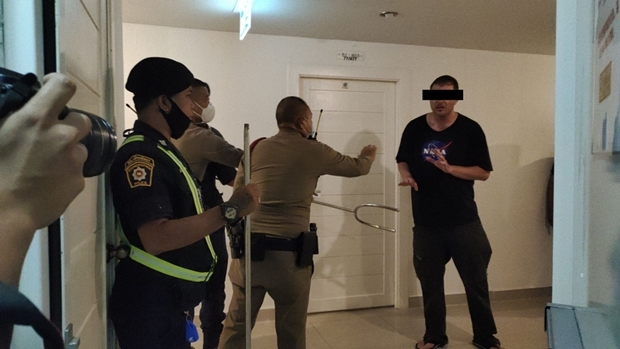 Die Polizei verhaftete den Mann in einem Apartment in Jomtien, nachdm er dort gewütet hatte.