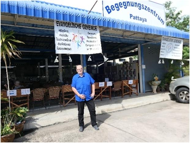 Peter Hirsekorn heißt alle herzlich willkommen im Begegnungszentrum.